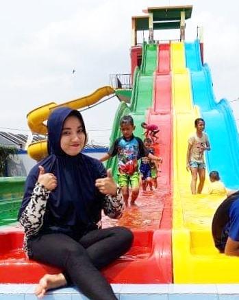 bersama keluarga di Aryana Aquaplay